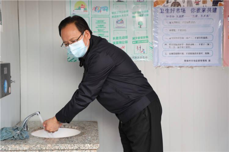 """县城兴贸路农贸市场调研爱国卫生""""七个专项行动""""工作落实情况"""
